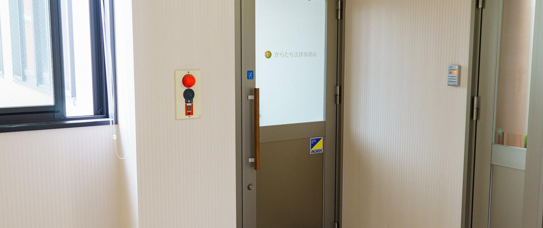 2F エレベーター前